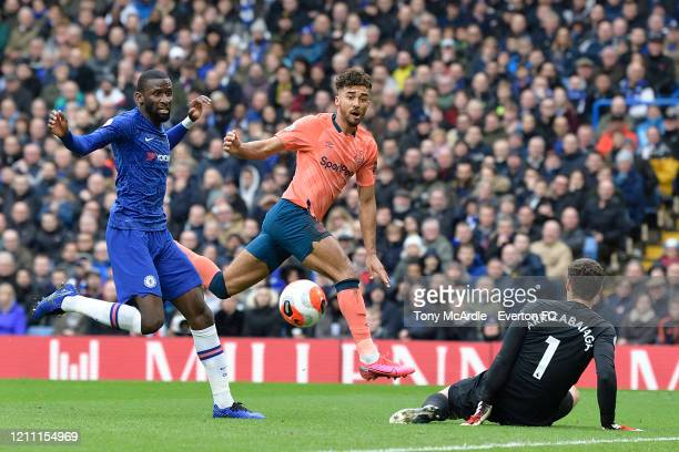 Dominic Calvert-Lewin of Everton with a chance on goal during the Premier League match between Chelsea and Everton at Stamford Bridge on March 8,...