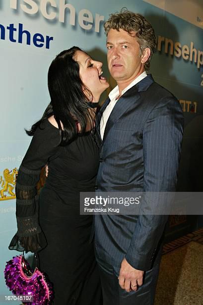 """Dominic Raacke Mit Ehefrau Kika Bei Der Verleihung Des """"Bayerischen Fernsehpreis"""" Im Prinzregententheater In München Am 070504 ."""