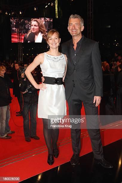 """Dominic Raacke Und Freundin Janine Bei Der """" 007 - Ein Quantum Trost"""" Premiere Im Cinestar Am Potsdamer Platz In Berlin Am 031108 ."""