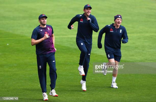 Dominic Sibley Stuart Broad and Dominic Bess of England warm up during Day Two of the Ruth Strauss Foundation Test the Third Test in the #RaiseTheBat...