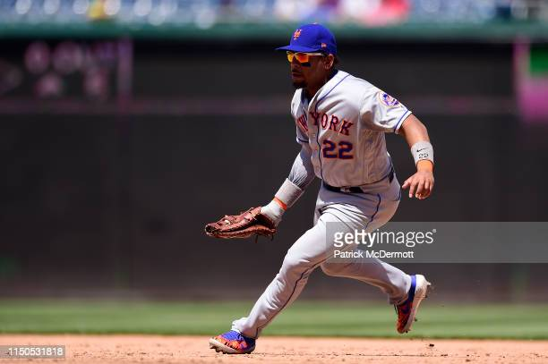 Dominic Smith of the New York Mets fields a ground ball hit by Wilmer Difo of the Washington Nationals in the fifth inning at Nationals Park on May...