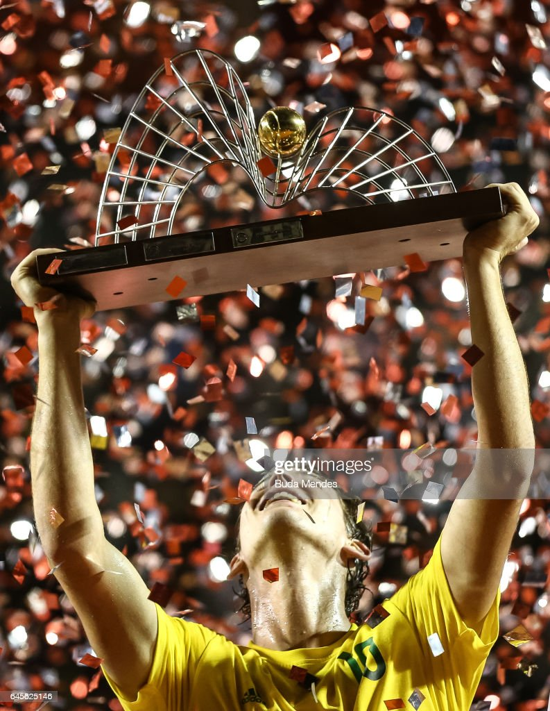 Dominic Thiem of Austria raises his trophy after defeating Pablo Carreno Busta of Spain during the Final of the ATP Rio Open 2017 at Jockey Club Brasileiro on February 26, 2017 in Rio de Janeiro, Brazil.