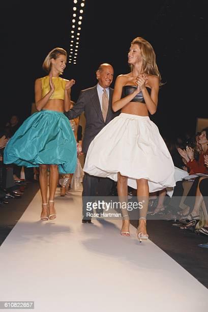 Dominican fashion designer Oscar de la Renta joins Brazilian fashion model Gisele Bündchen on the catwalk at the Oscar de la Renta Spring 2001...