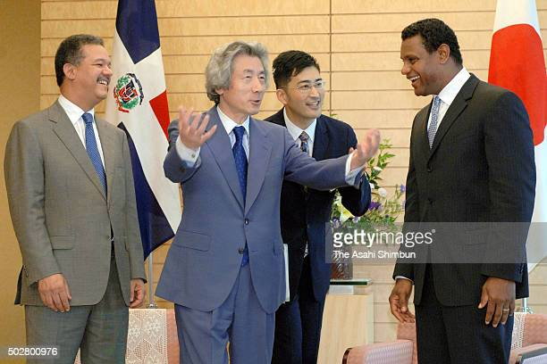 Dominican Republic President Leonel Fernandez and Japanese Prime Minister Junichiro Koizumi baseball player Sammy Sosa talk during their meeting at...