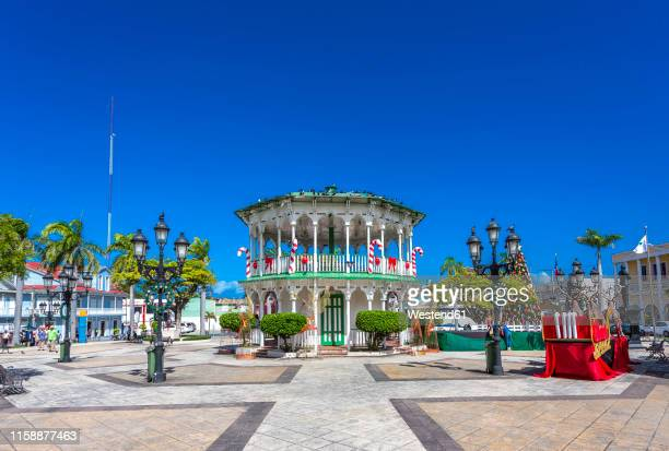 dominican republic, puerto plata, independence square, central park, pavilion - caribbean christmas stock pictures, royalty-free photos & images