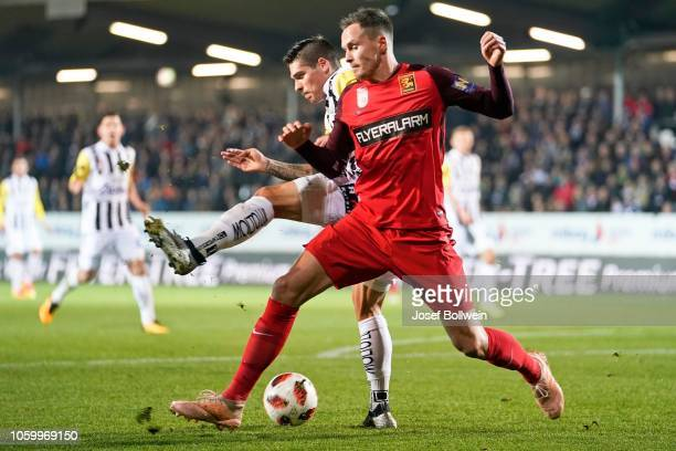 Dominik Frieser of LASK and Bjarne Thoelke of Admira compete for the ball during the tipico Bundesliga match between LASK v FC Admira Wacker at TGW...