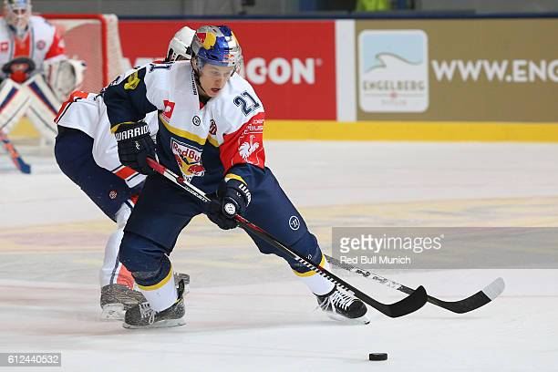 Dominik Kahun of Munich during the Champions Hockey League Round of 32 match between Red Bull Munich and Vaxjo Lakers at Olympia-Eisstadion on...
