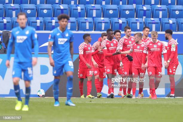 Dominik Kohr of FSV Mainz 05 celebrates with Leandro Barreiro, Moussa Niakhate, Daniel Brosinski, Adam Szalai and Jerry St Juste after scoring their...