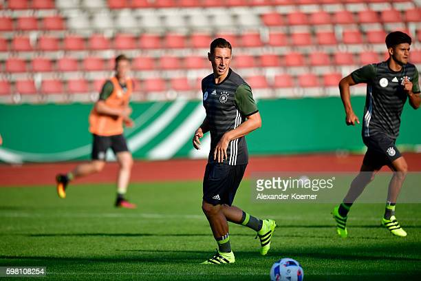Dominik Kohr of the German U21 controls the ball during the public training session at Auestadion on August 31 2016 in Kassel Germany The German U21...