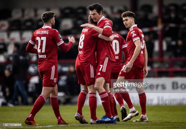 Dominik Stroh-Engel of Unterhaching celebrates with team mates after scoring his teams first goal during the 3. Liga match between SC Verl and SpVgg...