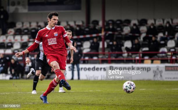 Dominik Stroh-Engel of Unterhaching scores his teams first goal during the 3. Liga match between SC Verl and SpVgg Unterhaching at Benteler Arena on...