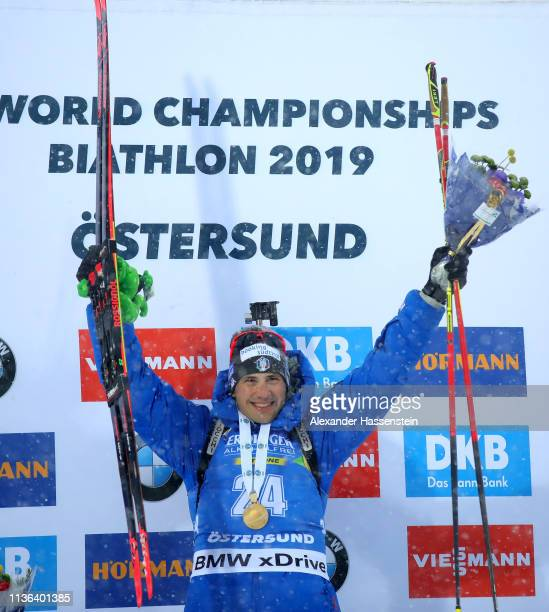 Dominik Windisch of Italy celebrates victory on the podium following the Men's Mass Start at the IBU Biathlon World Championships on March 17 2019 in...