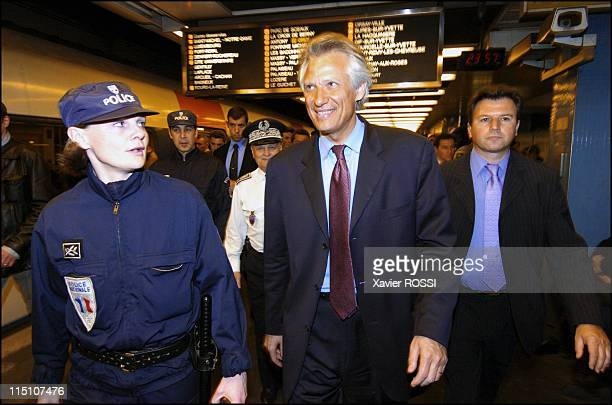Dominique de Villepin first visit of the new Minister of Interior in Paris France on April 01 2004 Dominique de Villepin in the RER at the Chatelet...