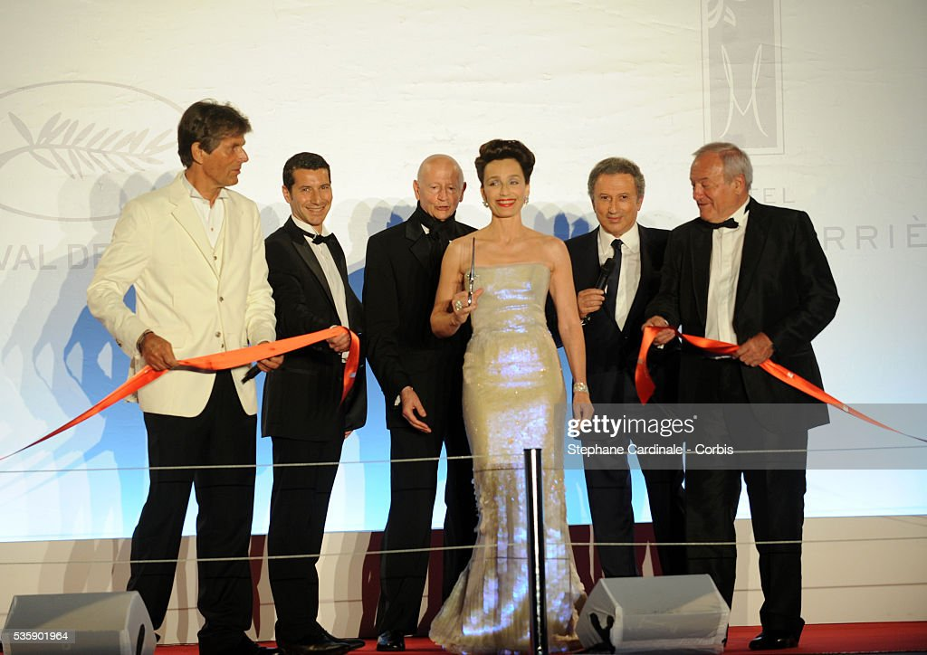 Dominique Desseigne, Gilles Jacob, Kristin Scott Thomas, Michel Drucker and Michel Brochant at the Opening Dinner during the 63rd Cannes International Film Festival.