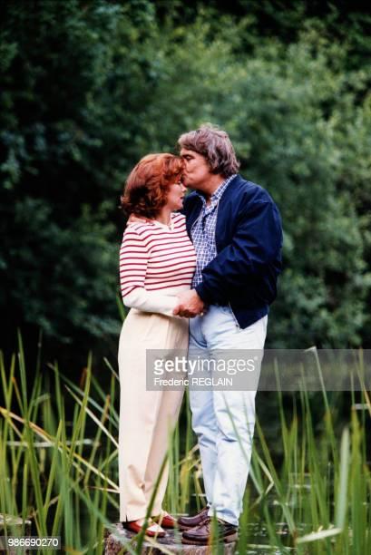 Dominique et Bernard Tapie dans la propriété de Claude Lelouch à Deauville en France en juillet 1996