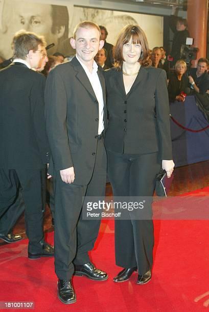 Dominique Horwitz Ehefrau Patricia ARDGala Preisverleihung Bambi 2002 Berlin Deutschland Europa vor dem EstrelleHotel Ankunft roter Teppich Fans...