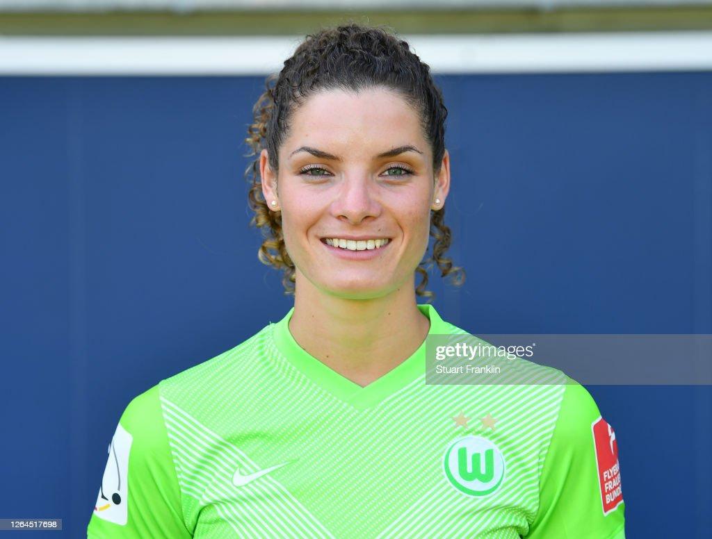 VfL Wolfsburg Women's Team Presentation : News Photo
