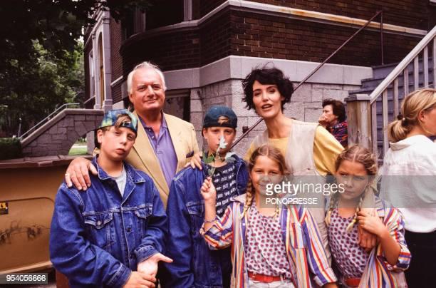 Dominique Paturel et Caroline Tresca lors du tournage du téléfilm 'Cancoon' avec les jumeaux Ducrocq et les jumelles Dor en septembre 1993 à Québec...