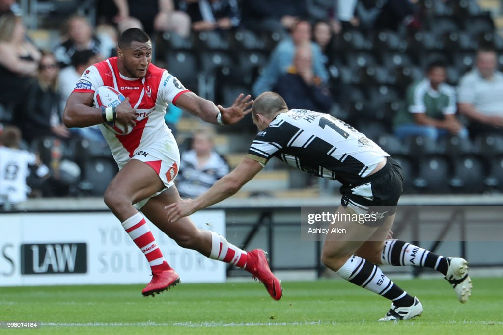 Dominique Peyroux (L) of St Helens avoids a tackle from Dean Hadley (R) of Hull FC during the BetFred Super League match between Hull FC and St Helens Saints at the KCOM Stadium on July 13, 2018 in Hull, England.