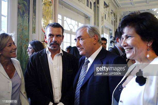 Dominique Strauss-Kahn Presents Her Book '100 Jours, Journal Contre Le Renoncement' - On May 22Nd, 2006 - In Paris, France - Here, Claire Chazale,...