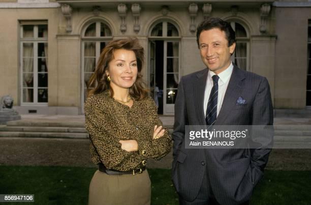 Dominique Tapie recoit Michel Drucker pour l'emission de television 'Star 90' le 16 octobre 1990 a Paris France