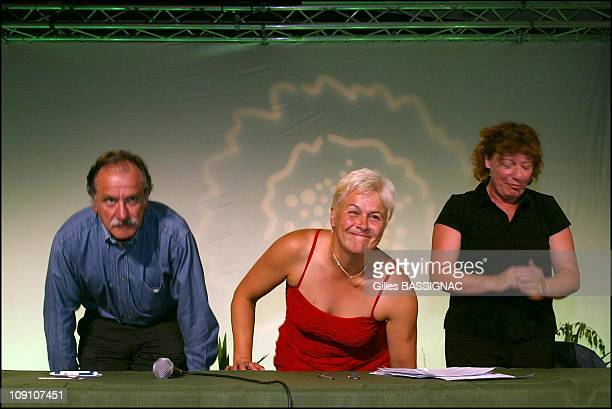 Dominique Voynet Annonces Her Retreat At The Head Of The Verts Party On August 29Th 2002 In Saint Jean De Monts France Noel Mamere And Marie...