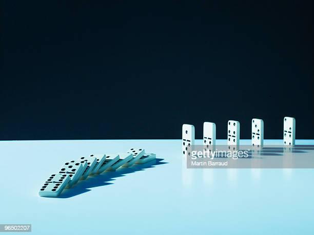 Domino fallen in einer Reihe
