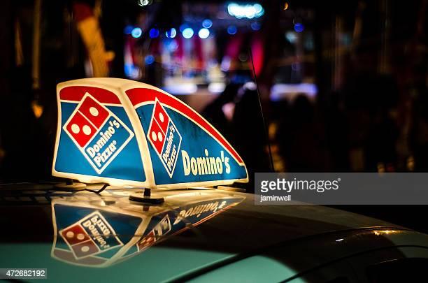 Pizza auto illuminato segno di Dominos