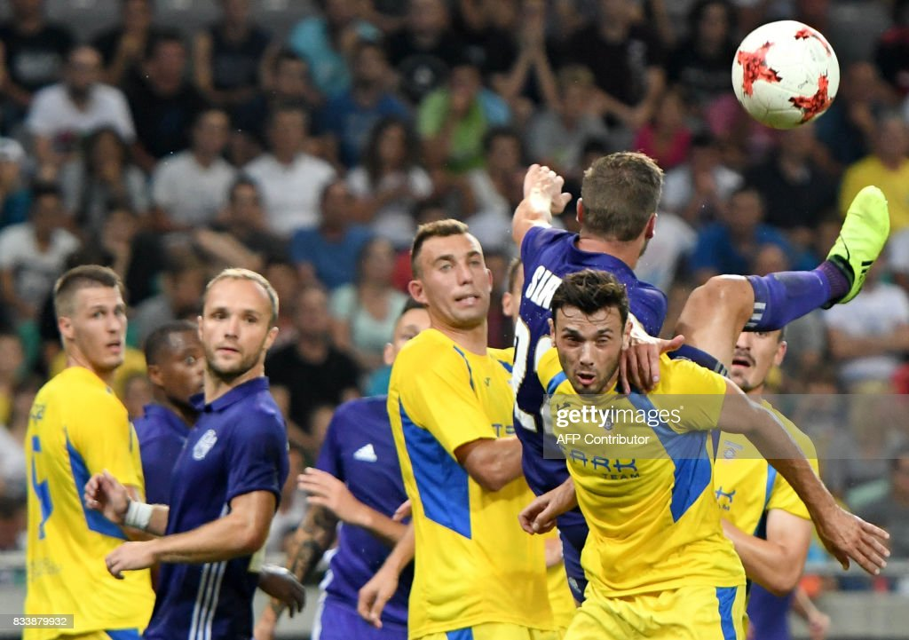 Domzale's and Olympique Marseille's players vie for the ball during the UEFA Europa League playoff round football match NK Domzale vs Olympique Marseille in Ljubljana on August 17, 2017. / AFP PHOTO / Borut Zivulovic