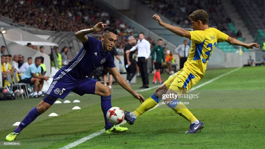 Domzale's Peter Franjic (R) and Marseille's Lucas Ocampos vie for the ball during the UEFA Europa League playoff round football match NK Domzale vs Olympique Marseille in Ljubljana on August 17, 2017. / AFP PHOTO / Borut Zivulovic