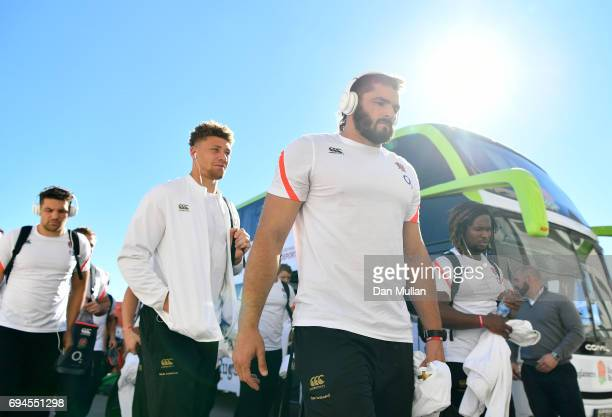 Don Armand of England makes his way into the stadium prior to the ICBC Cup match between Argentina and England at the Estadio San Juan del...