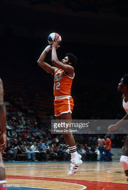 Don Chaney of the Spirits of St Louis shoots against the New York Nets during an ABA basketball game circa 1975 at the Nassau Veterans Memorial...