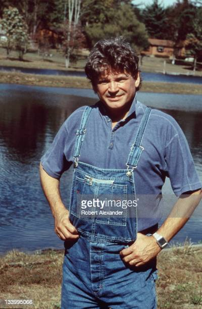 Don Everly of the popular duo The Everly Brothers stands beside a pond near the singer's Everly's Lake Malone Inn in 1998 Everly who was born in...
