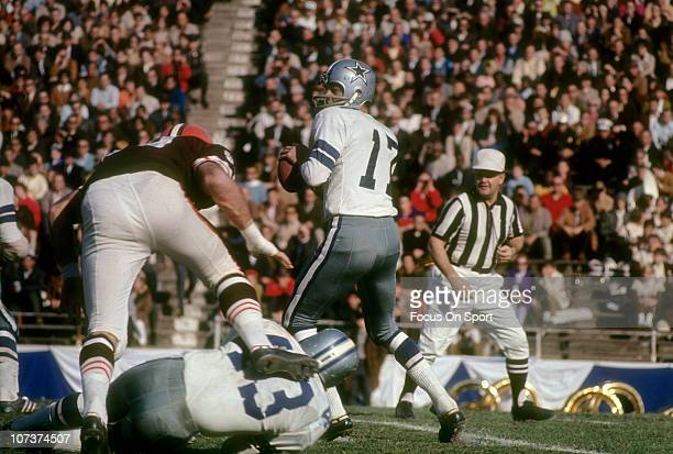Don Meredith of the Dallas Cowboys drops back to pass against the Cleveland Browns during an NFL football game at the Cotton Bowl circa 1967 in...