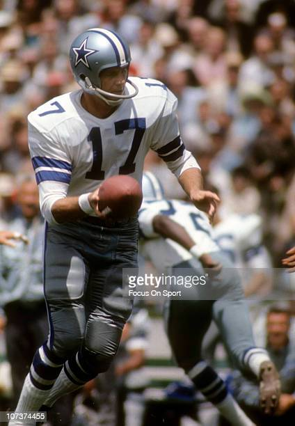 Don Meredith of the Dallas Cowboys in action during an NFL football game at the Cotton Bowl circa 1967 in Dallas Texas Meredith played for the...