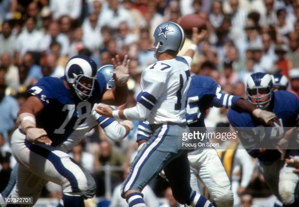 Don Meredith of the Dallas Cowboys throws a pass against the Los Angeles Rams during an NFL football game at the Cotton Bowl circa 1967 in Dallas...