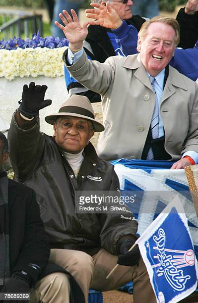 Don Newcombe former baseball pitcher and announcer Vince Scully of the Los Angeles Dodgers wave on the parade route during the 2008 Pasadena...