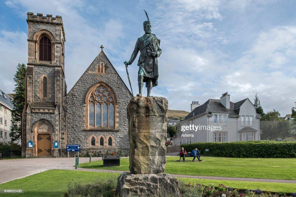 Donald Cameron of Lochiel statue in front of the Church of Scotland. : Nachrichtenfoto