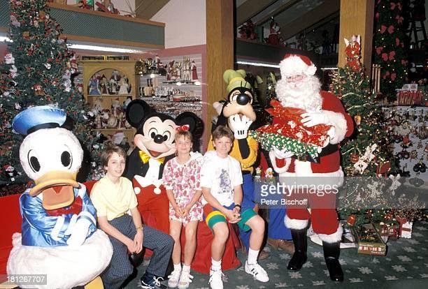 Donald Duck Oliver Seidel MickeyMouse Elena Fliegel Sascha Kolonko Goofy Weihnachtsmann Dreharbeiten zur ZDFReihe Traumschiff Folge 18 Florida Dreh...