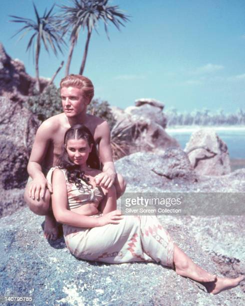 Donald Houston British actor and Jean Simmons British actress in a publicity portrait issued for the film 'The Blue Lagoon' 1949 The romantic drama...