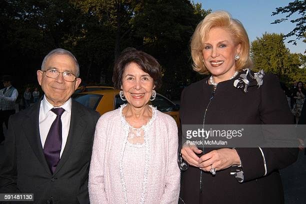 Donald Newhouse Mrs Donald Newhouse and Harriette Rose Katz attend Fresh Air Fund Salute To American Heroes at Tavern On the Green on June 2 2005 in...