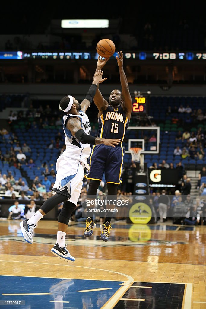 Donald Sloan #15 of the Indiana Pacers shoots against the Minnesota Timberwolves on October 21, 2014 at Target Center in Minneapolis, Minnesota.