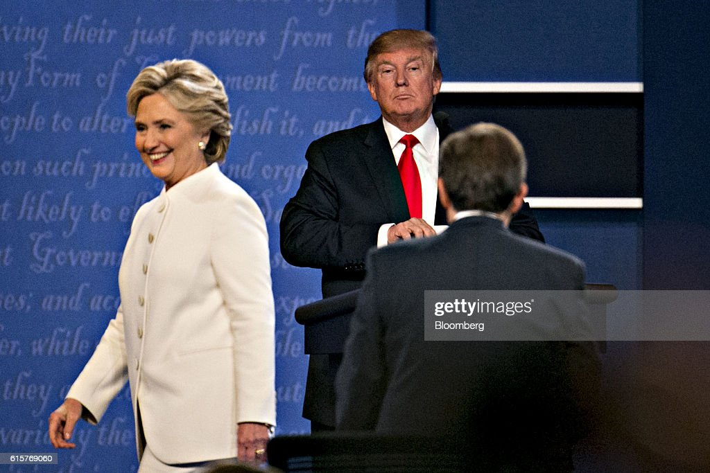 Candidates Hillary Clinton And Donald Trump Hold Third Presidential Debate At The University Of Nevada : News Photo