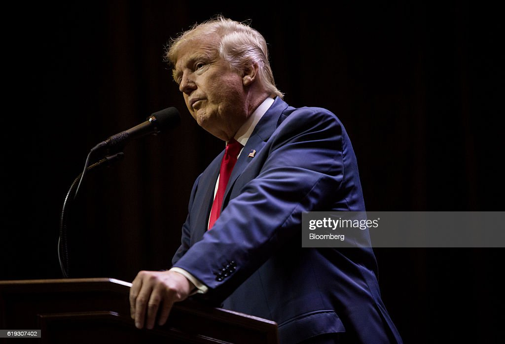 Republican Presidential Nominee Donald Trump Holds Las Vegas Campaign Rally : News Photo