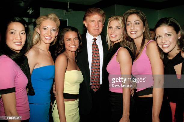 Donald Trump avec les candidates au titre de Miss USA, étant l'organisateur de Miss Univers 1999, à organisé une soirée de lancement de Miss USA