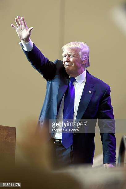 Donald Trump campaigns at the Kentucky International Convention Center on March 1, 2016 in Louisville, Kentucky.