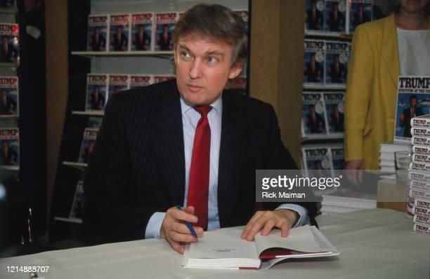 Donald Trump en séance de dédicace de son dernier livre à New-York
