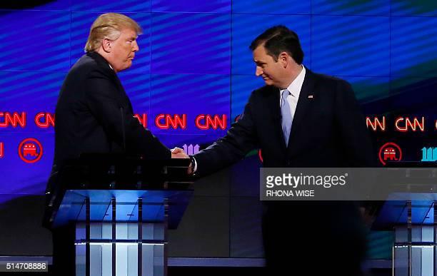 Donald Trump shakes hands with Texas Senator Ted Cruz following the CNN Republican Presidential Debate March 10 2016 in Miami Florida / AFP / RHONA...