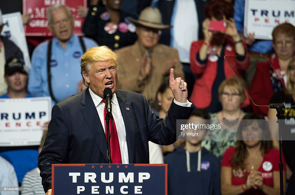 Republican Presidential Candidate Donald Trump Campaigns In Cincinnati : News Photo