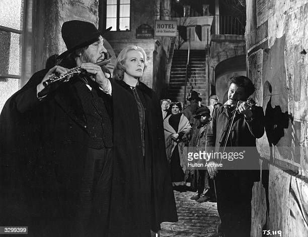 Donald Wolfit Hildegard Knef and David Kossof in a scene from Noel Langley's 'Svengali' a remake of the 1931 original about a hypnotist who turns a...